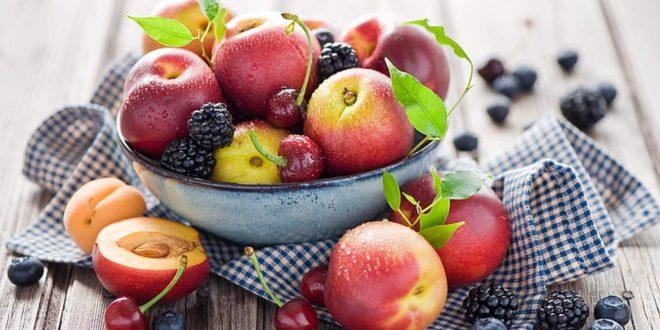 Продукти што помагаат во регулирање на крвниот притисок, бирајте јаболка и бобинки